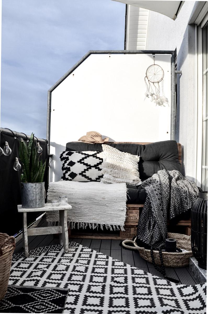 Balkon Makeover Palettensofa mit Kissen