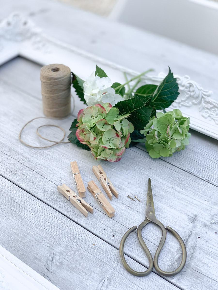 schnelles DIY aus Hortensien und Bilderrahmen