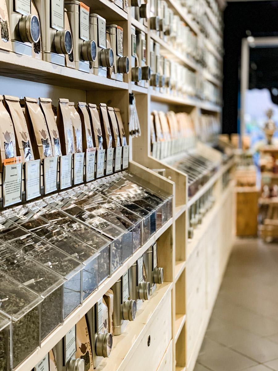 große Teeauswahl in diesem Geschäft in Haarlem