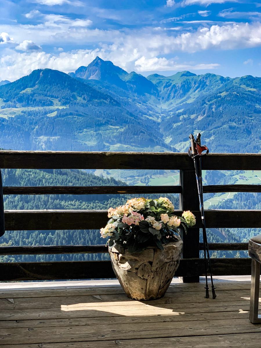 Frühstück mit Ausblick im Österreich Urlaub