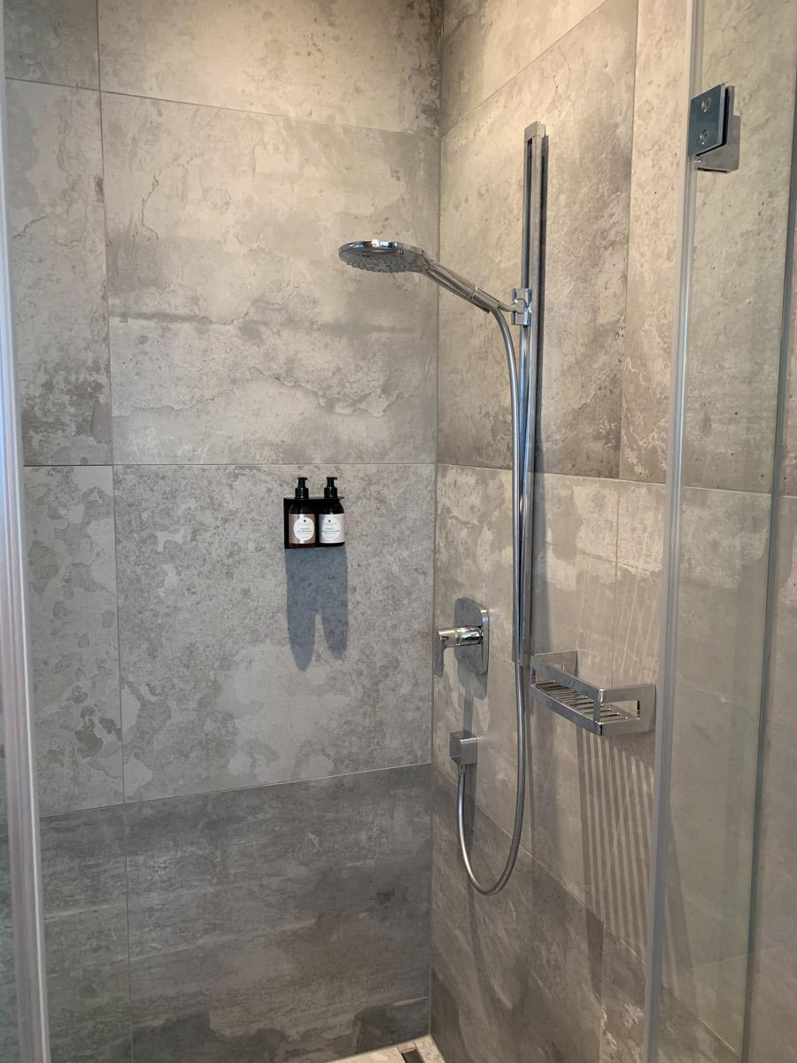 Dusche auf dem Zimmer