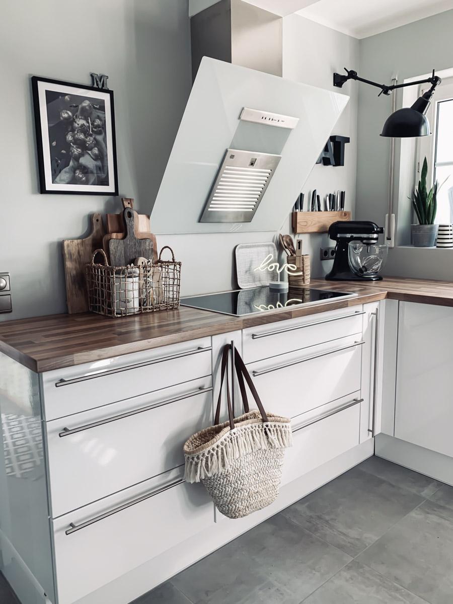 neue weiße Küchenfronten nach dem Küchen-Makeover