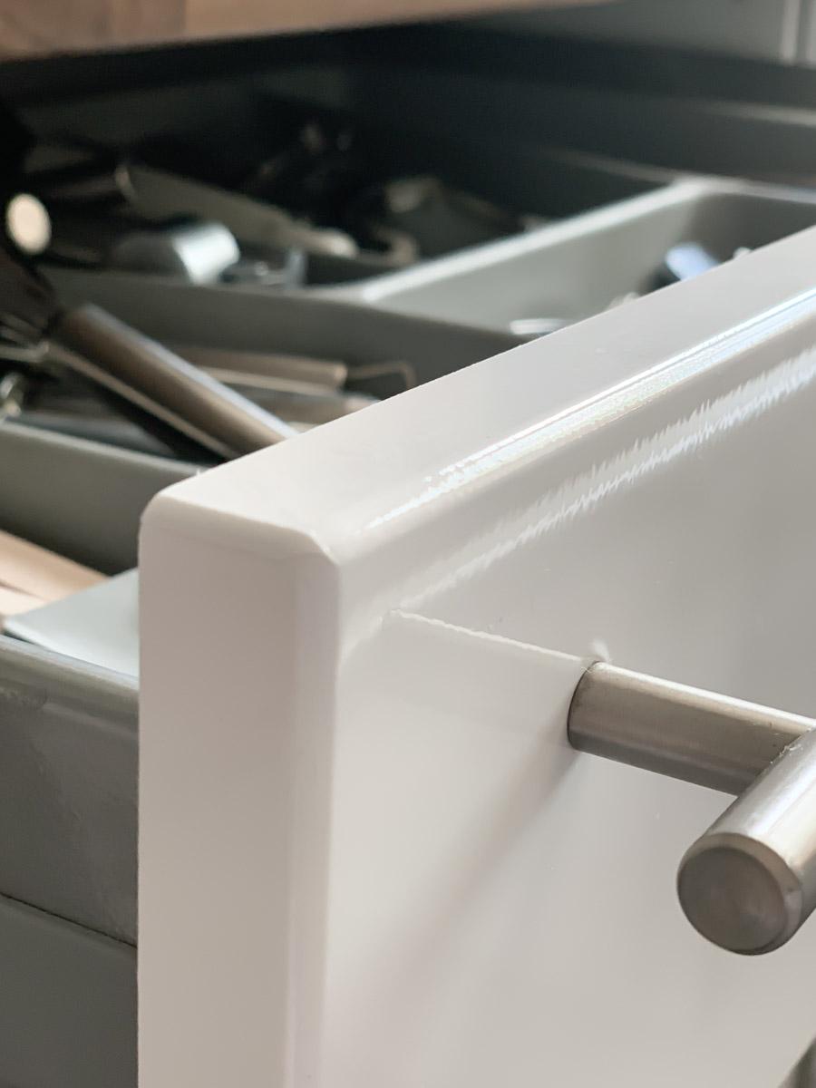 Küchen-Makeover Folierung an Küchenschrank