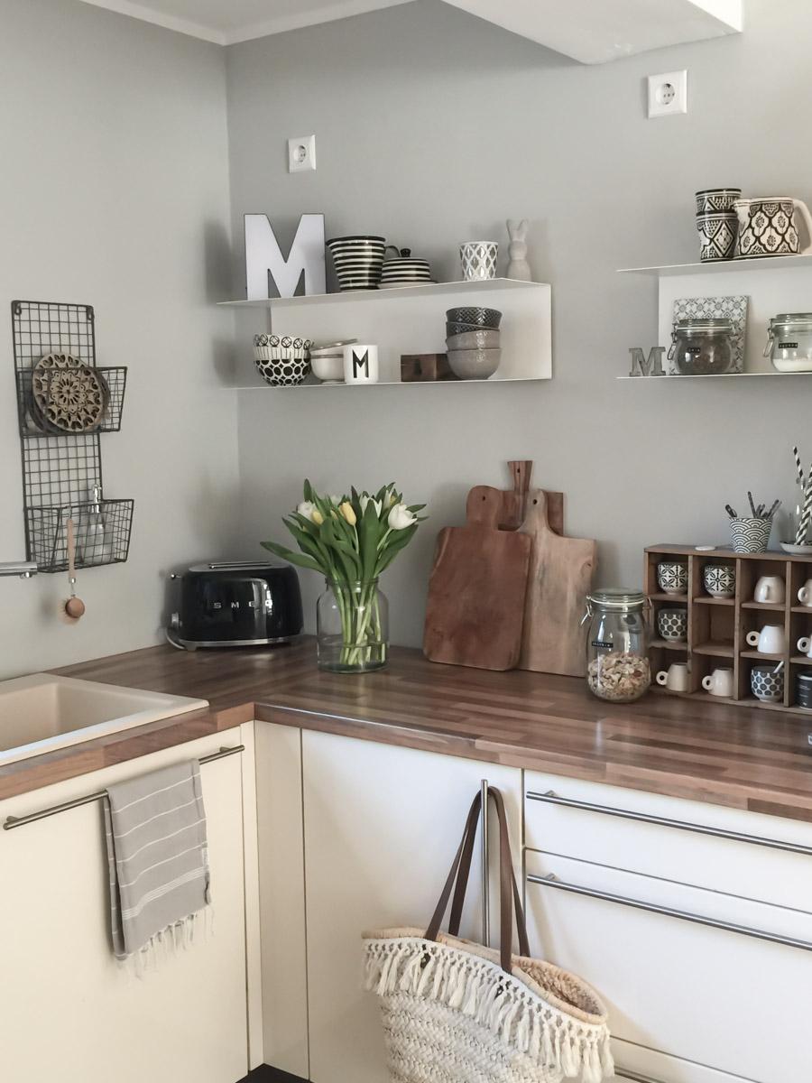 Küche nach der Renovierung ohne Oberschränke