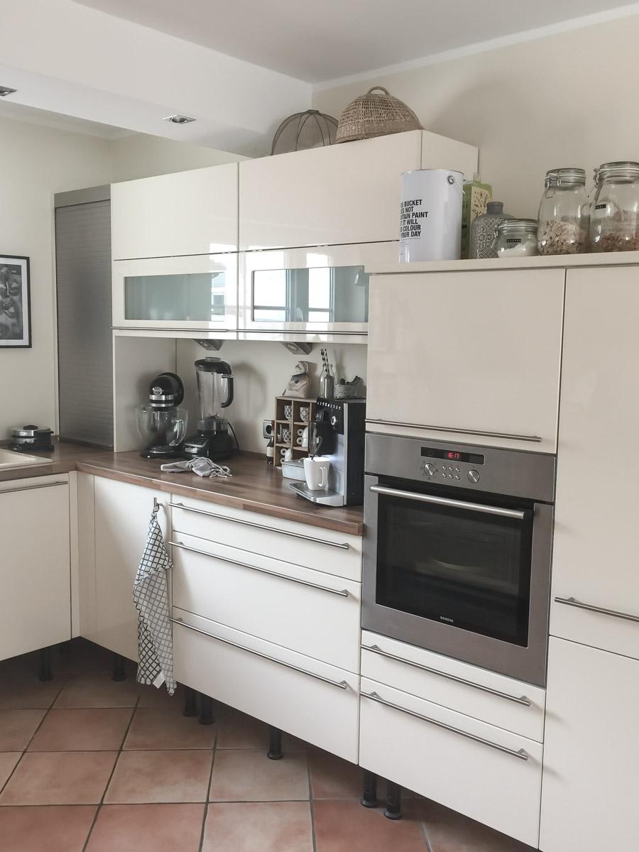 Küchen-Makeover VORHER mit Oberschränken