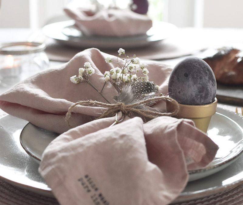 Ostertischdeko und goldene DIY Eierbecher