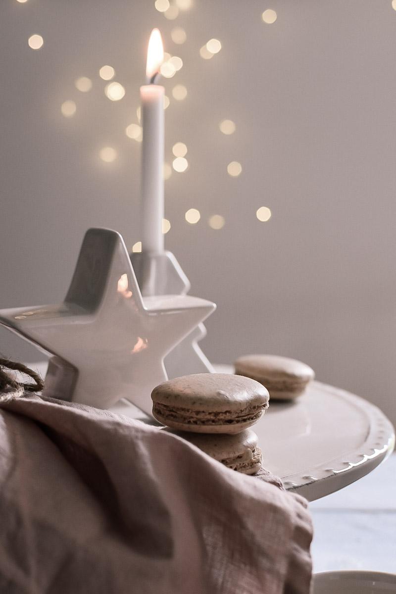 Spekulatius Macarons weihnachtlich dekoriert