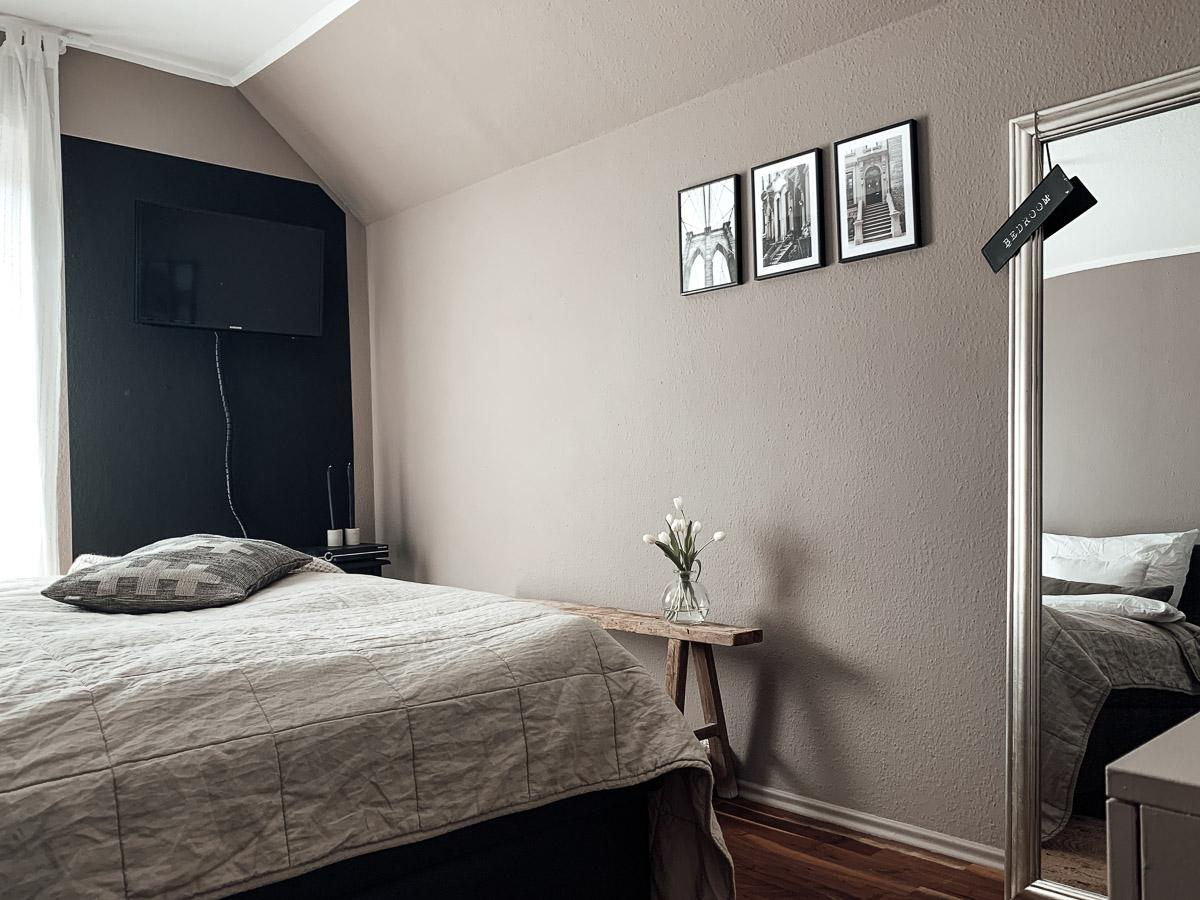 Schlafzimmer Makeover schwarze Wand