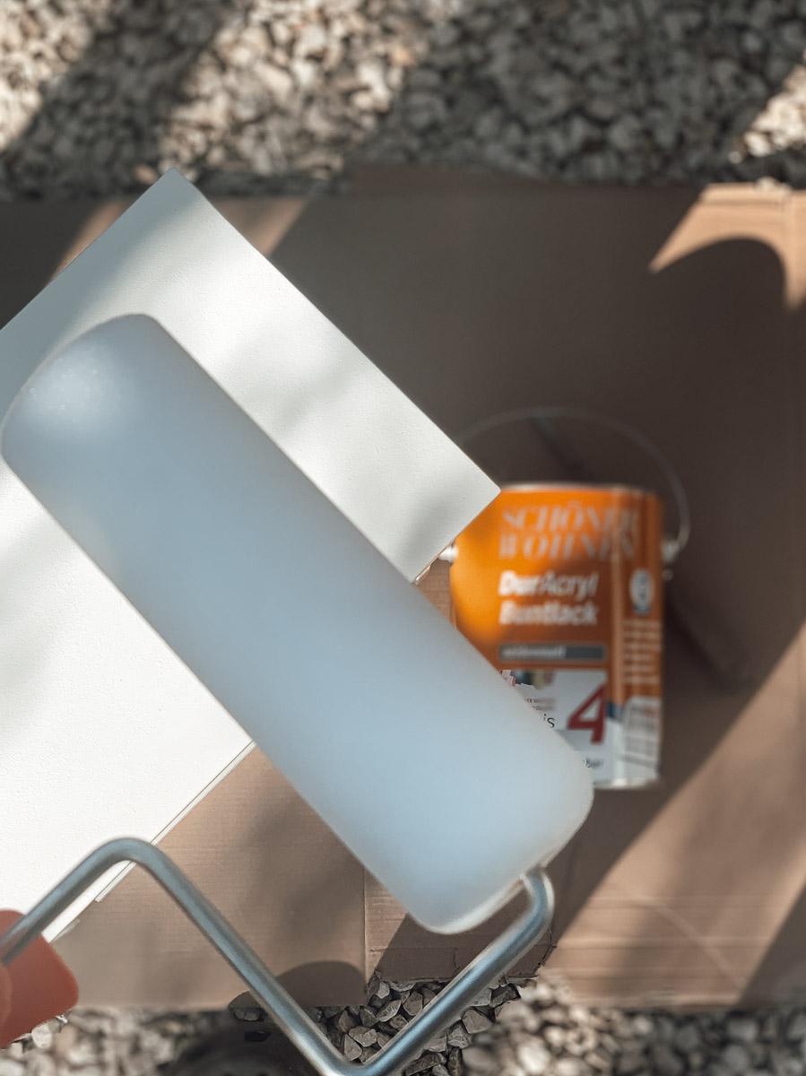 Buntlack und Schaumstoffwalze
