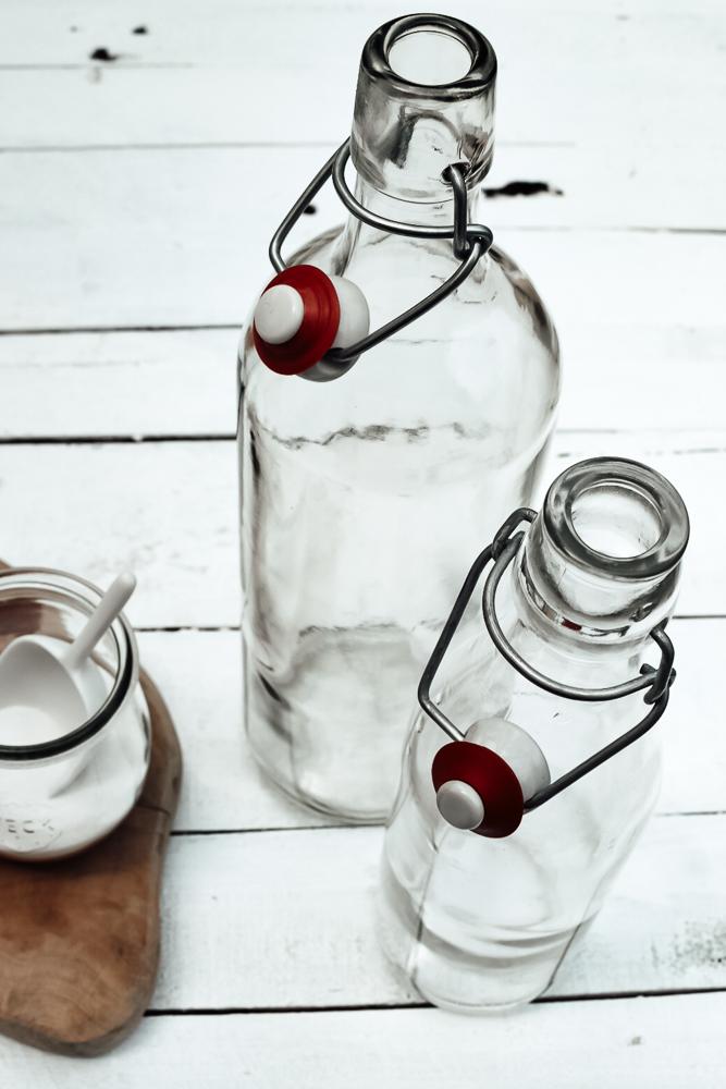 leere Flaschen für den Schnaps