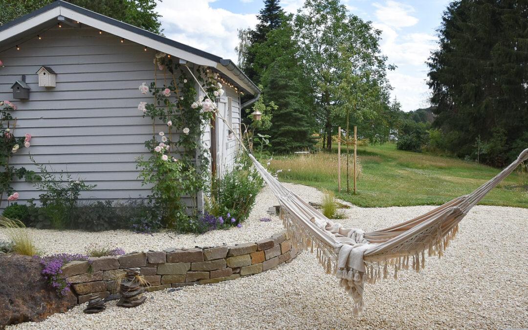 Naturnaher Garten mit Hängematte