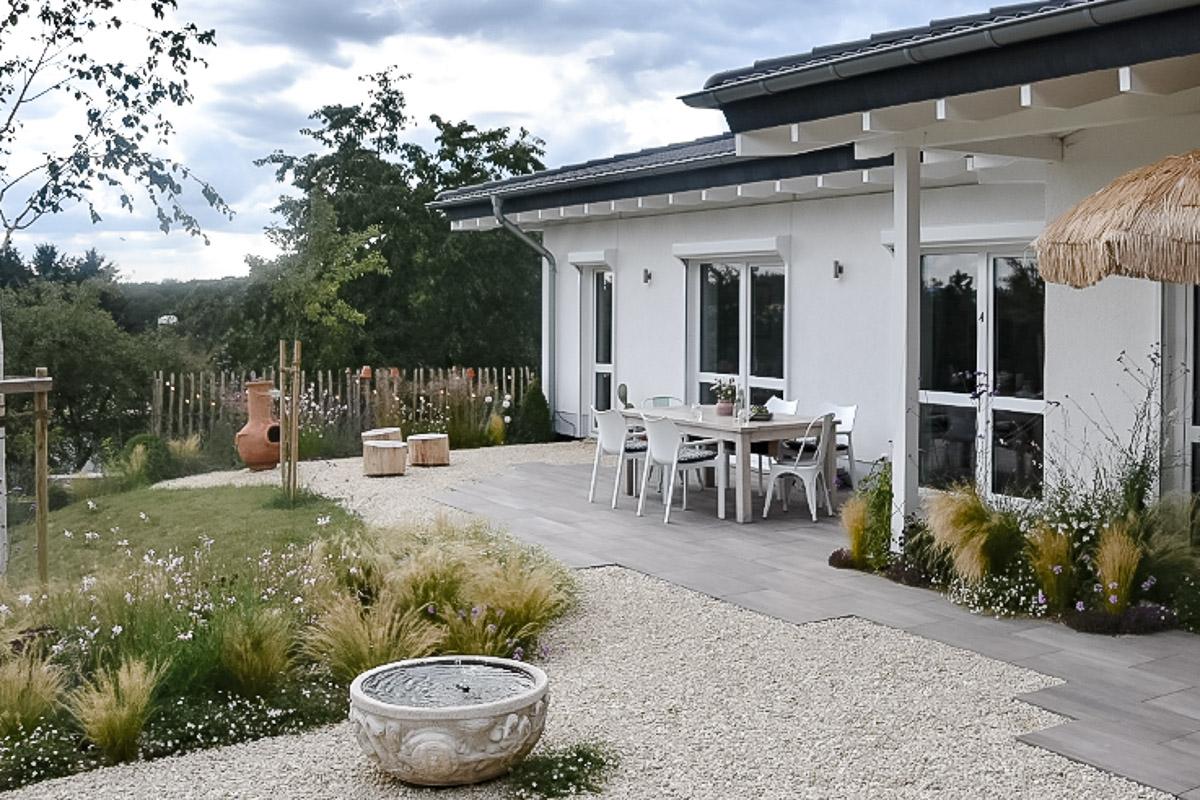 Naturnaher Garten Aussenansicht Haus