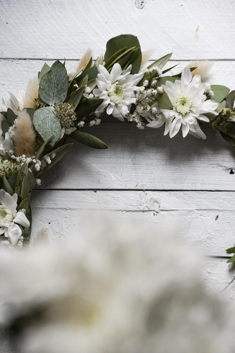 Haarkranz mit Spray-Chrysantheme Pina Colada