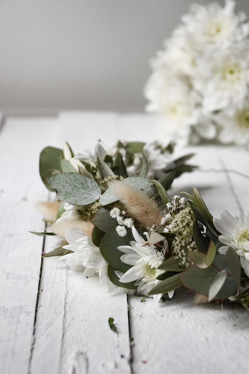 Haarkranz Blumendekoration aus Spray-Chrysantheme Pina Colada