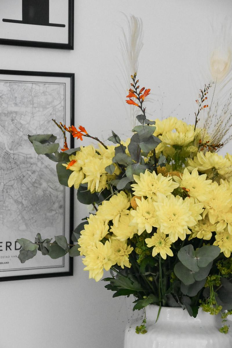 trendige Blumendekoration mit Pina Colada Chrysantheme