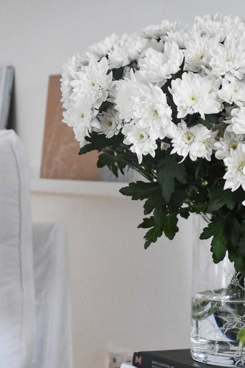 Trendige Blumendekoration mit Chrysantheme