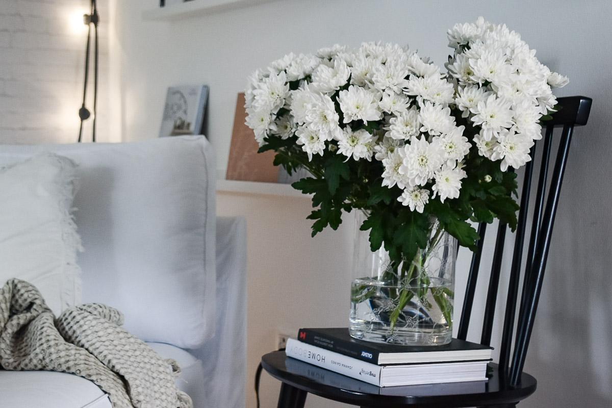 trendige Blumendekoration mit der Spray-CHrysantheme Pina Colada