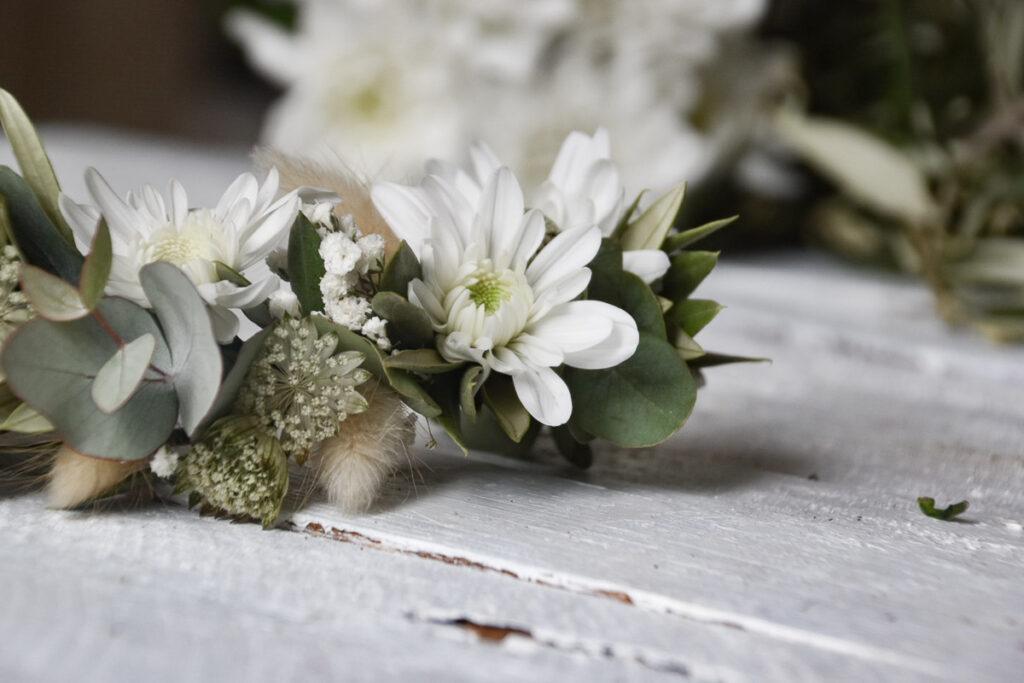 Blumendekoration Haarkranz