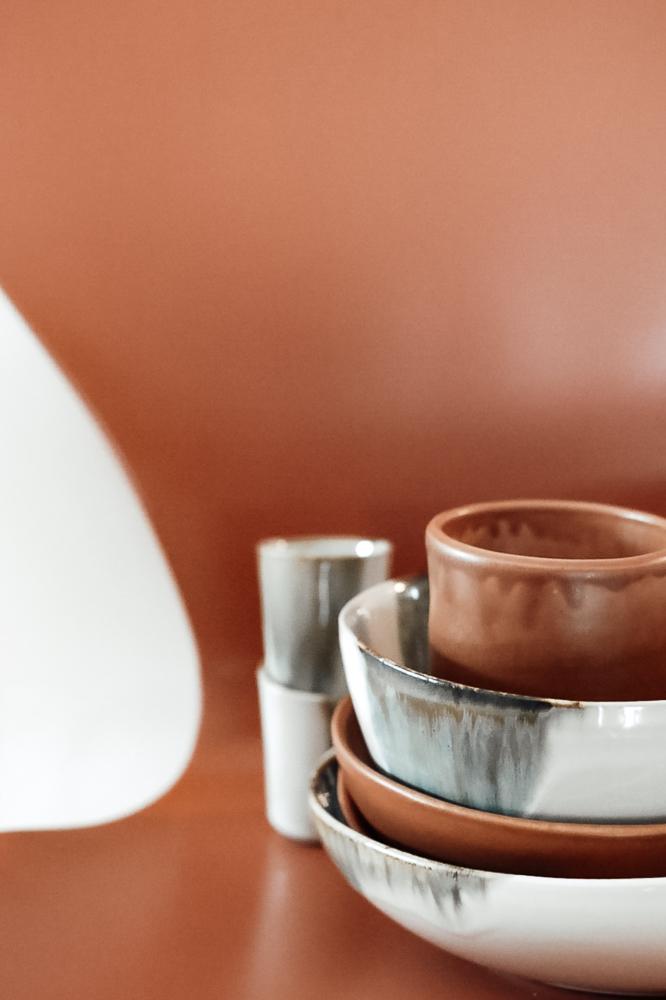 portugiesische Keramik für den gedeckten Tisch