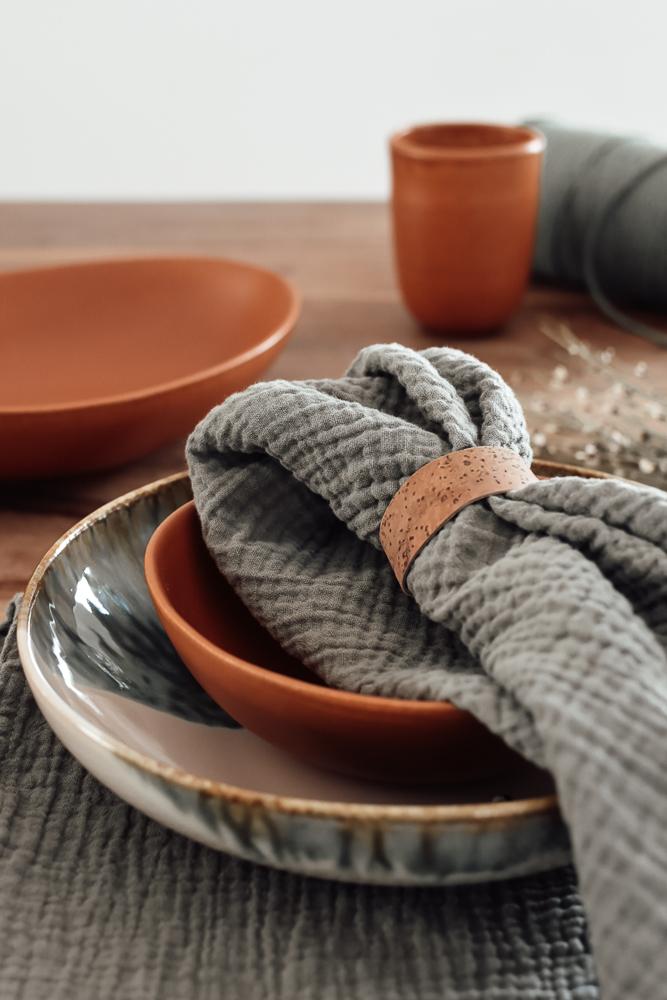hübsche Servietten für einen gedeckten Tisch