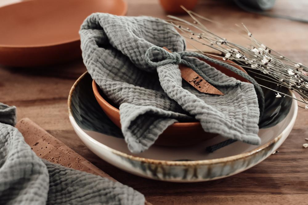 gedeckter Tisch mit Double Gauze Servietten