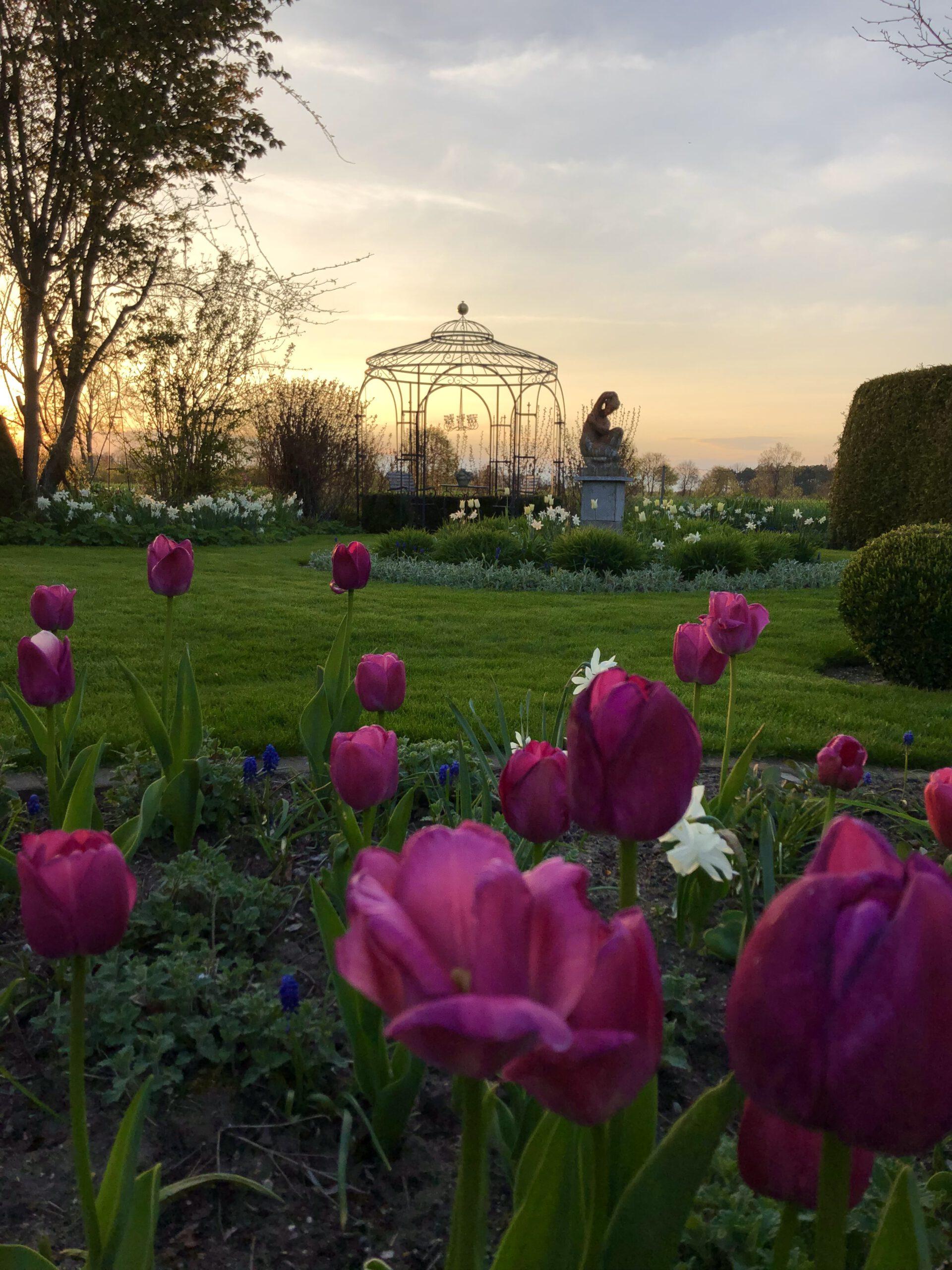englischer Garten mit Pavillon