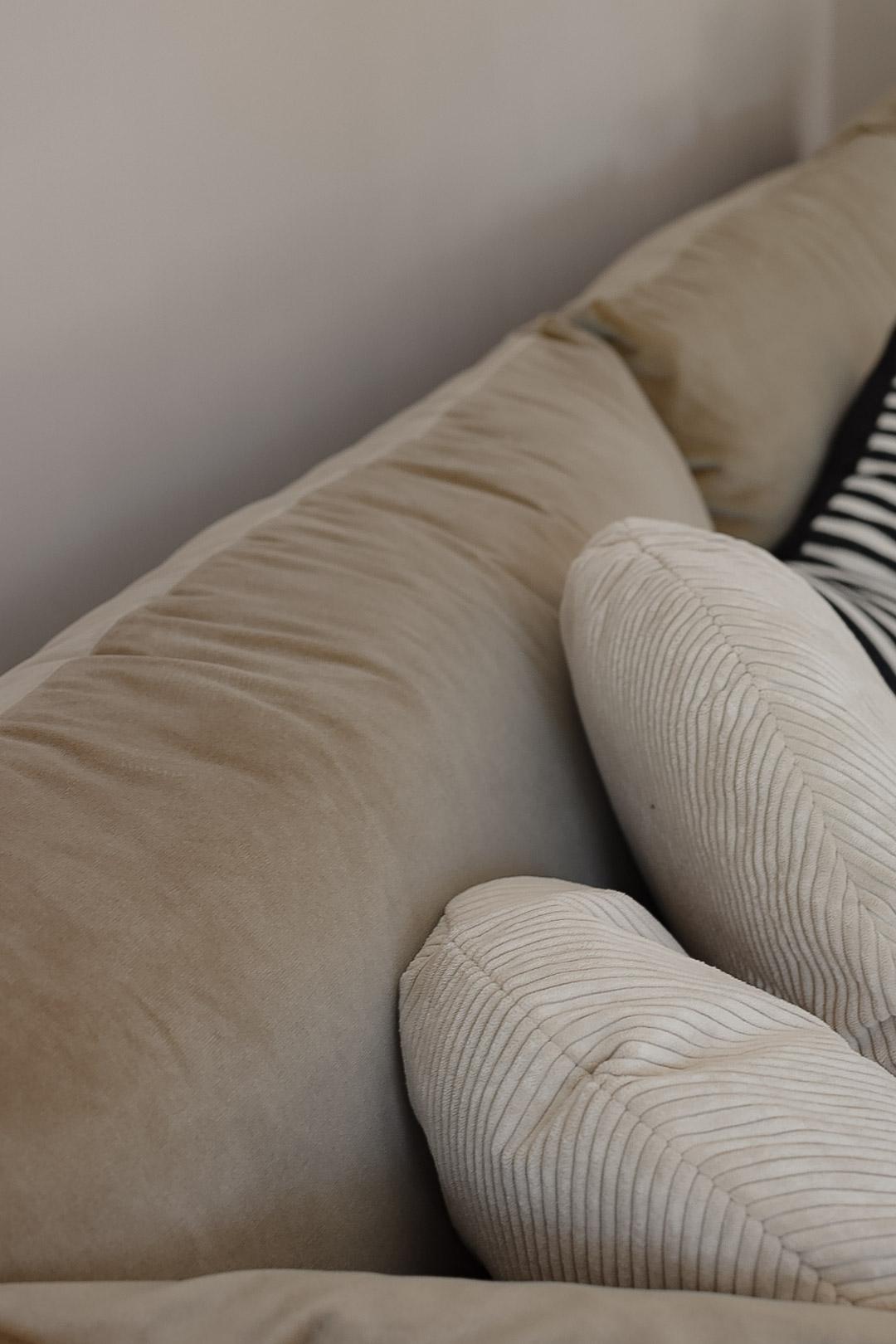 Wohnzimmer mit neuem Sofa